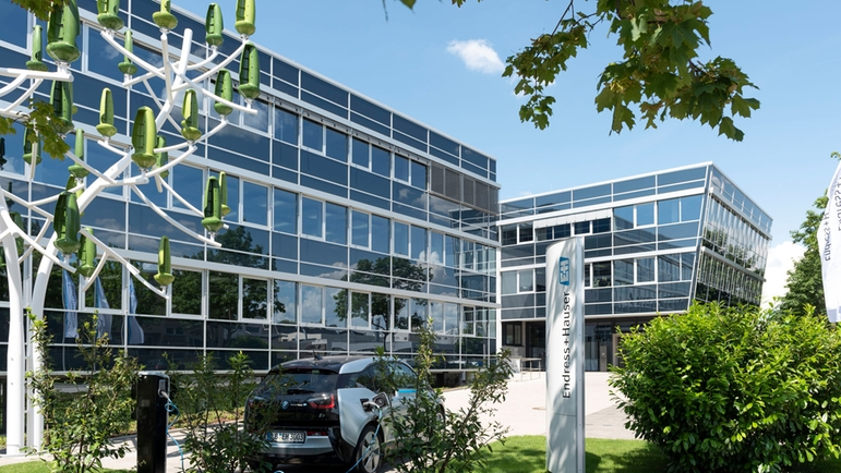 The headquarters in Gerlingen houses modern office and production facilities.